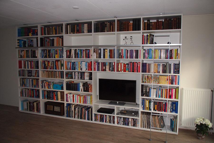 Referentie van een Boekenkast met tv-3