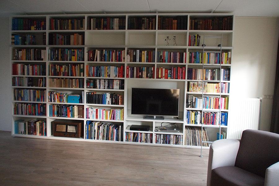 Referentie van een Boekenkast met tv-2
