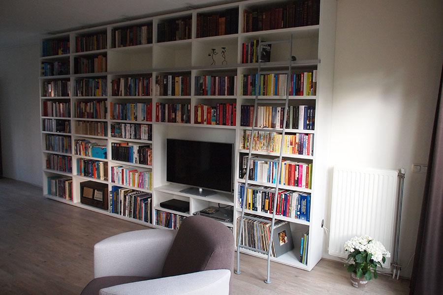 Referentie van een Boekenkast met tv-1
