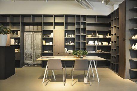 Boekenkasten op maat doorlopend rondom een deur alles is mogelijk
