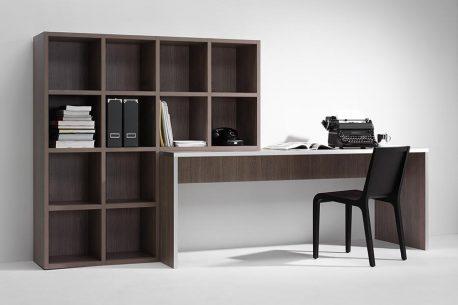 Kantoorkast met geïntegreerd bureau en boekenkast eraan vast