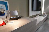 TV-kast op maat detail van low-board en achterwand | Verruim